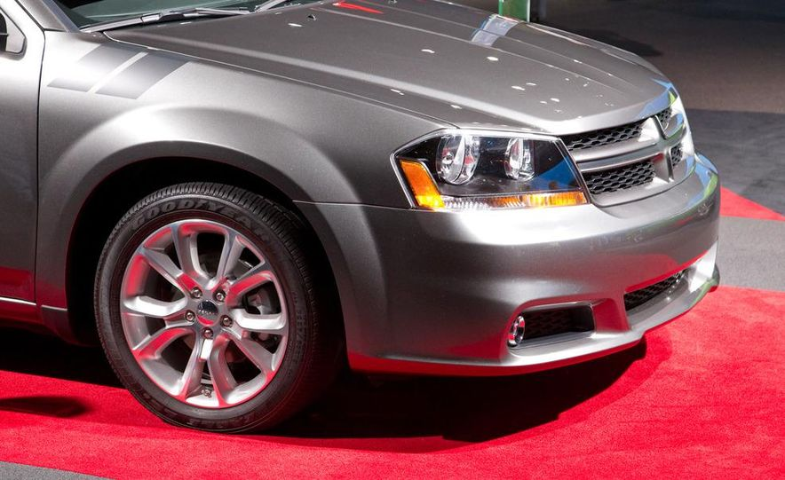 2012 Dodge Avenger R/T - Slide 12