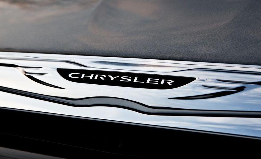 2011 Chrysler 200 S convertible and sedan - Slide 9