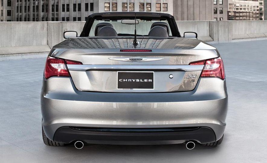 2011 Chrysler 200 S convertible and sedan - Slide 5