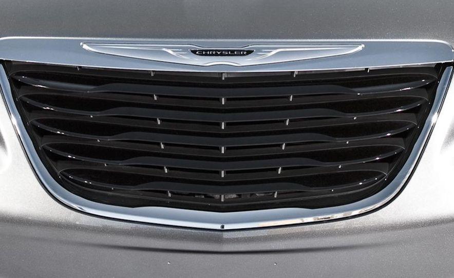 2011 Chrysler 200 S convertible and sedan - Slide 7