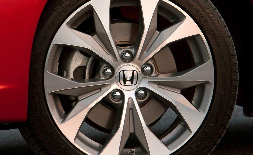 2012 Honda Civic Si sedan - Slide 18