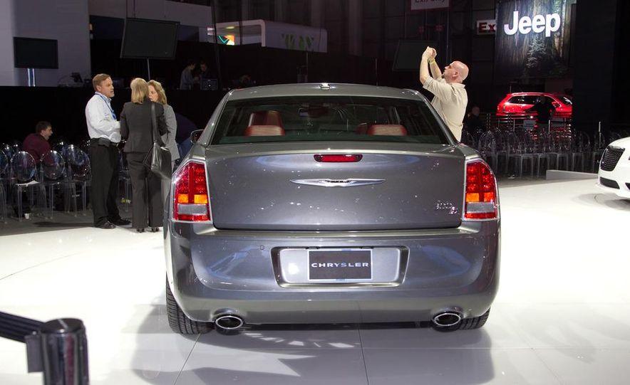 2012 Chrysler 300 S - Slide 4