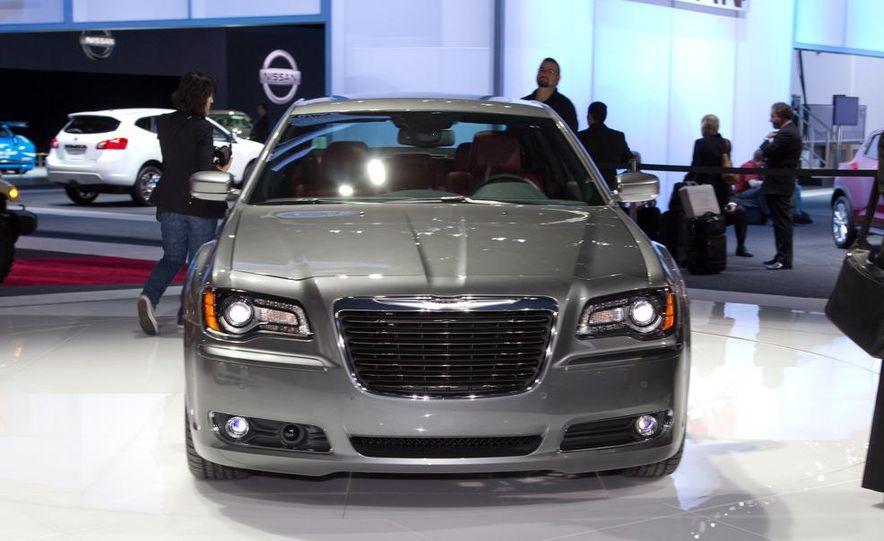 2012 Chrysler 300 S - Slide 6