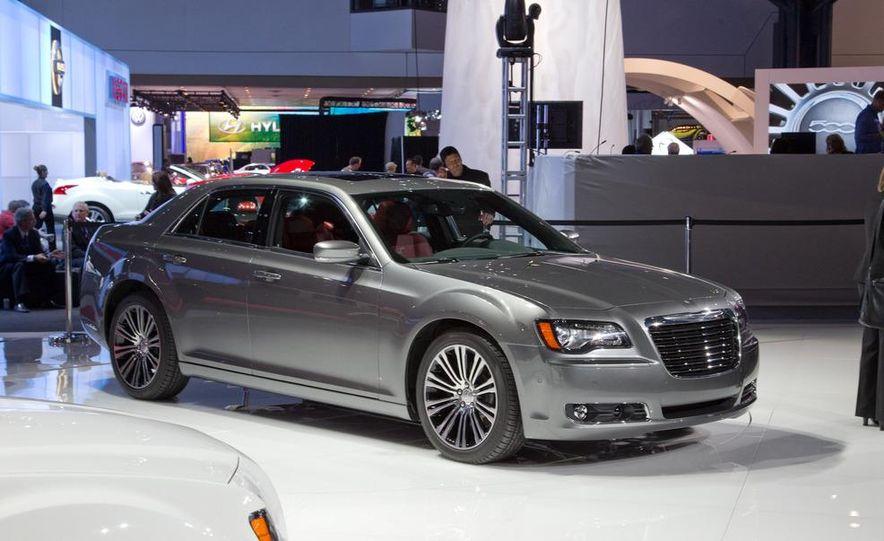 2012 Chrysler 300 S - Slide 9