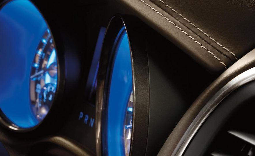 2012 Chrysler 300 S - Slide 32