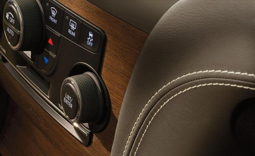 2012 Chrysler 300 S - Slide 30