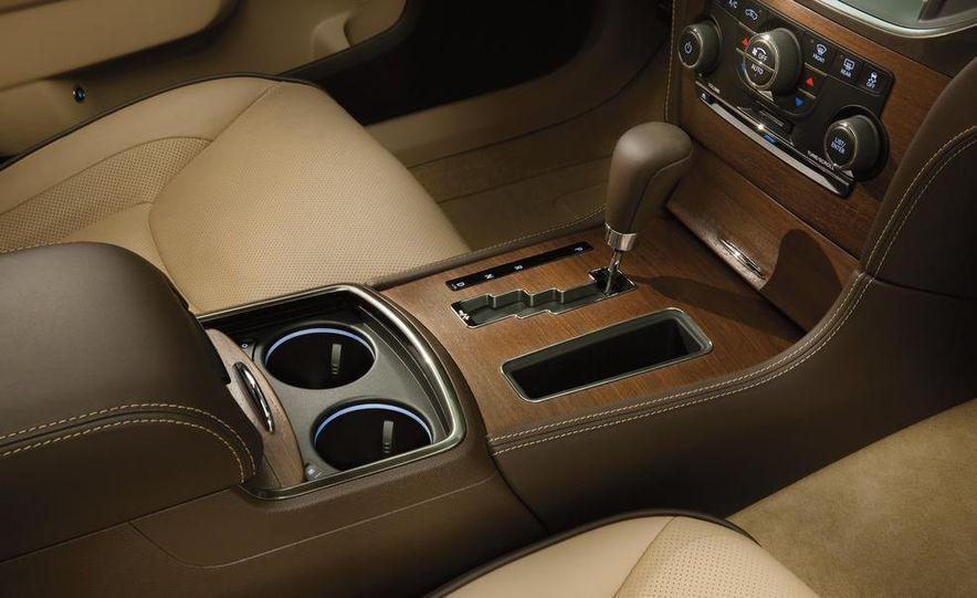 2012 Chrysler 300 S - Slide 28