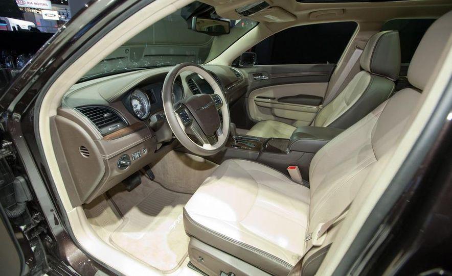 2012 Chrysler 300 S - Slide 21