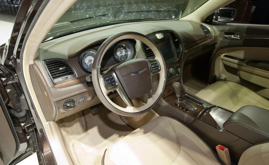 2012 Chrysler 300 S - Slide 22