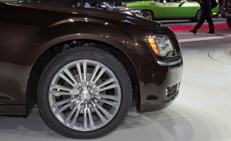 2012 Chrysler 300 S - Slide 19