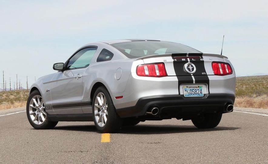 2012 Ford Mustang Shelby GTS - Slide 3