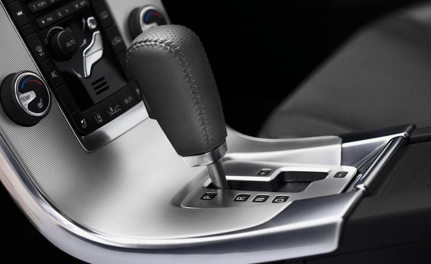 2012 Volvo S60 R-Design - Slide 8