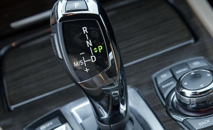 2010 BMW 750Li xDrive - Slide 37