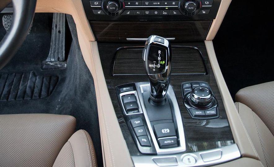 2010 BMW 750Li xDrive - Slide 38