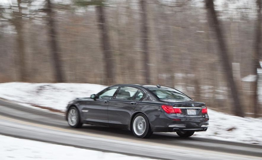 2010 BMW 750Li xDrive - Slide 9
