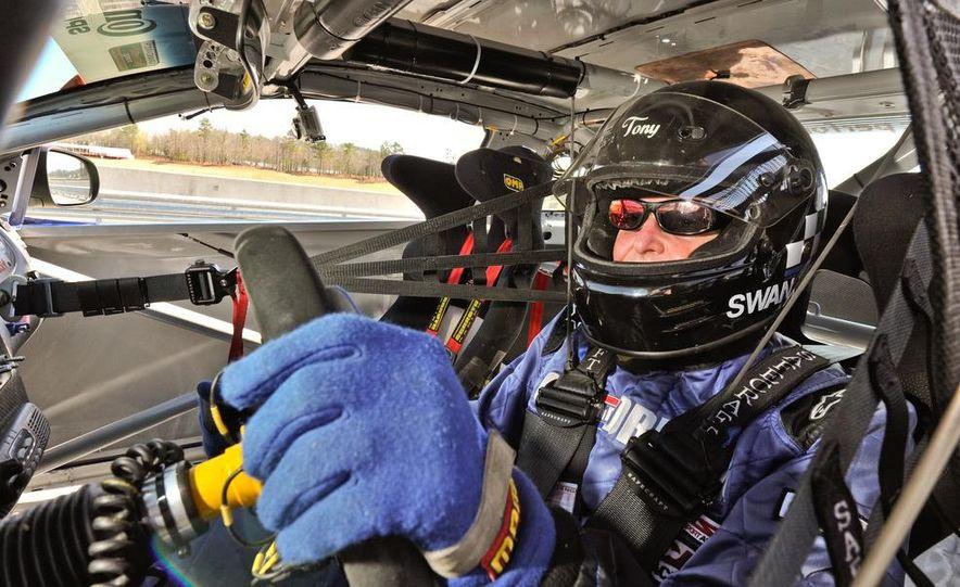 Kia Forte Koup race car - Slide 13