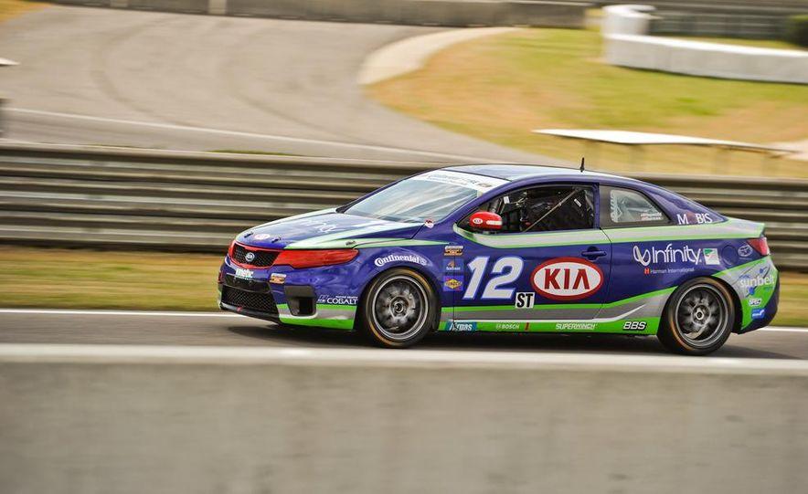 Kia Forte Koup race car - Slide 4