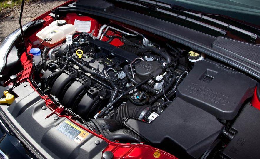 2012 Ford Focus SE hatchback - Slide 22