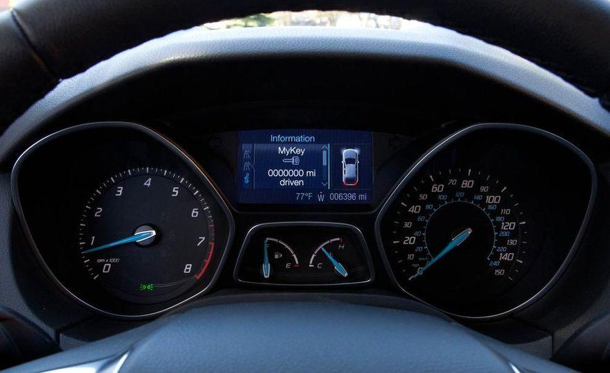 2012 Ford Focus SE hatchback - Slide 20