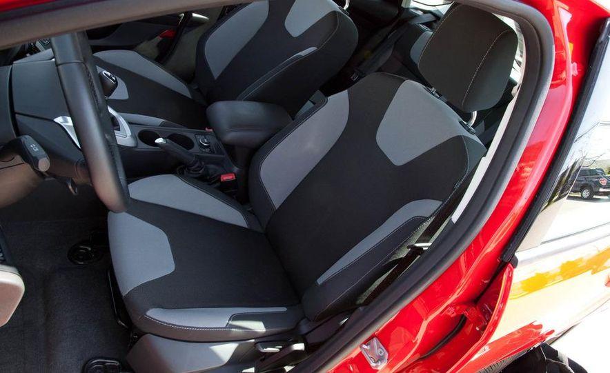 2012 Ford Focus SE hatchback - Slide 17