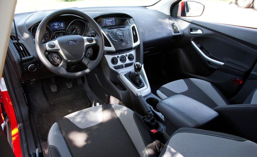 2012 Ford Focus SE hatchback - Slide 19