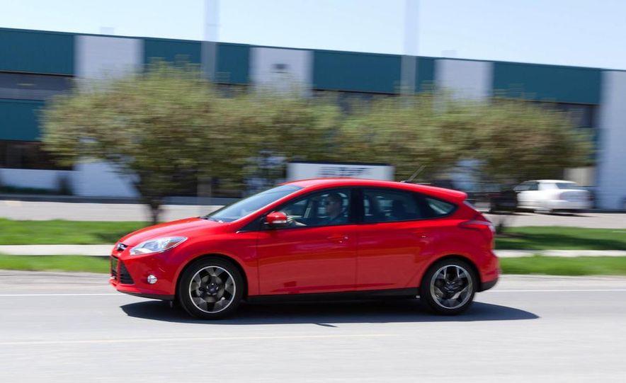 2012 Ford Focus SE hatchback - Slide 4