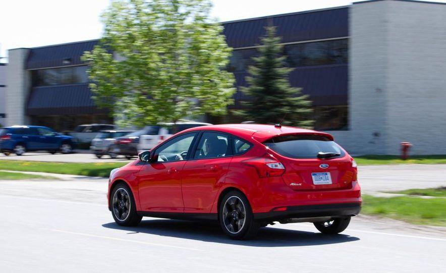 2012 Ford Focus SE hatchback - Slide 5