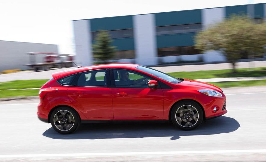 2012 Ford Focus SE hatchback - Slide 6