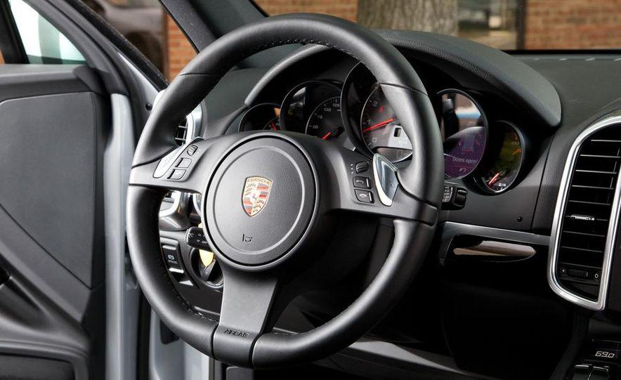 2011 Porsche Cayenne S - Slide 20