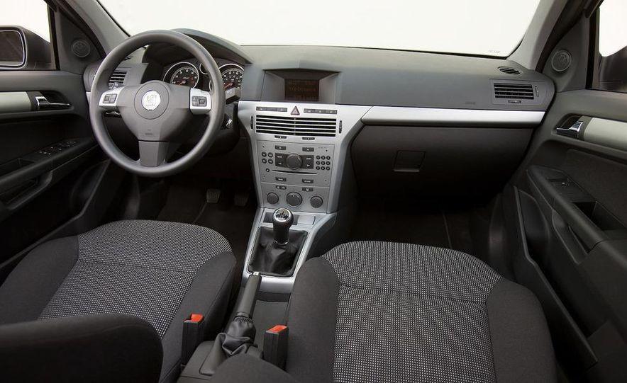 2012 Opel Astra GTC - Slide 11