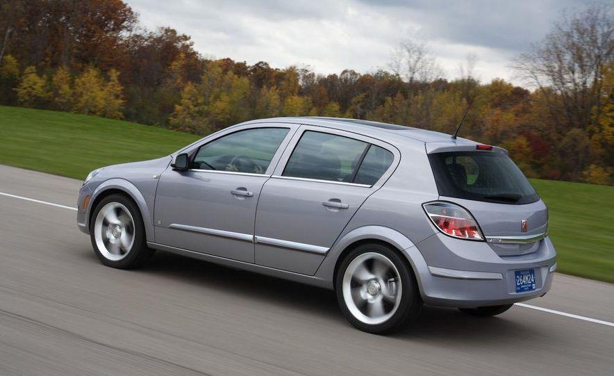 2012 Opel Astra GTC - Slide 3
