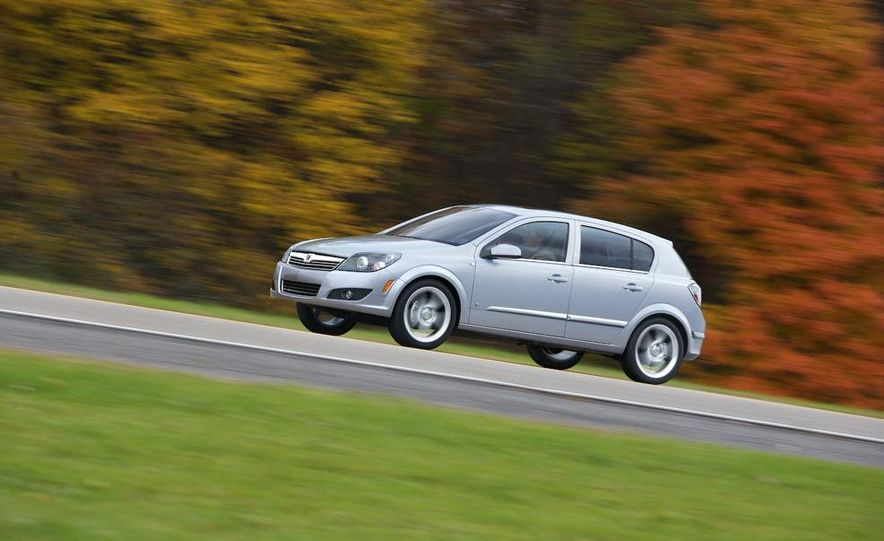 2012 Opel Astra GTC - Slide 4