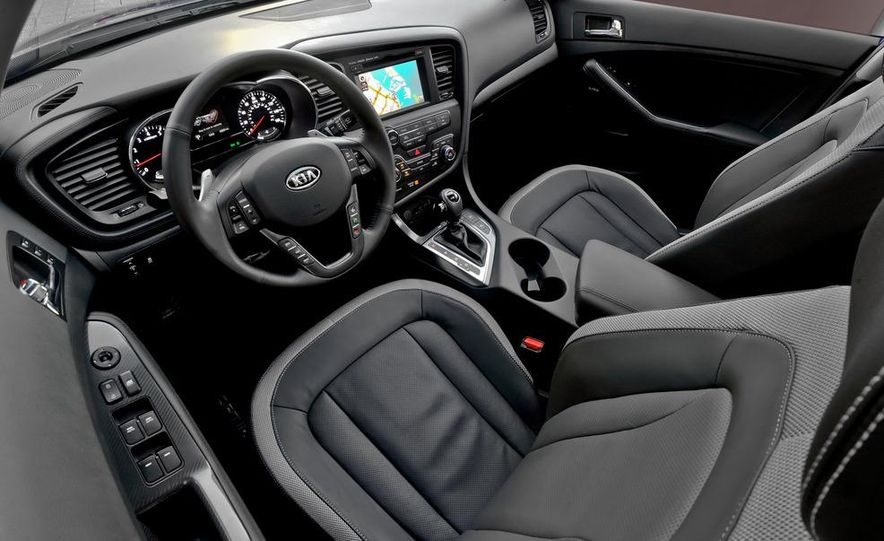 2011 Kia Optima SX Turbo - Slide 16