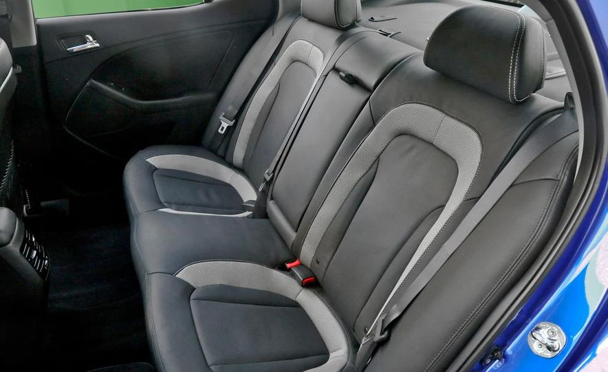 2011 Kia Optima SX Turbo - Slide 18