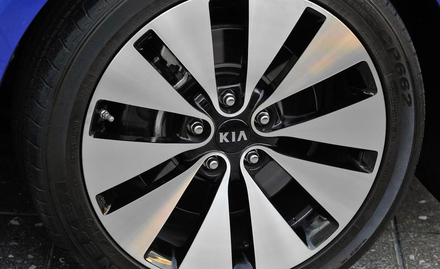 2011 Kia Optima SX Turbo - Slide 12