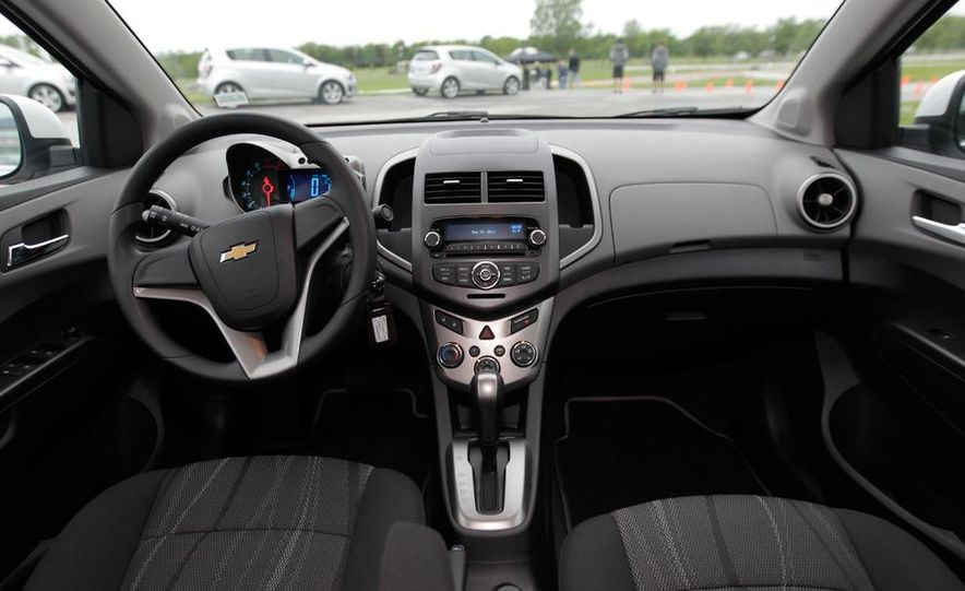 2012 Chevrolet Sonic 5-door - Slide 16