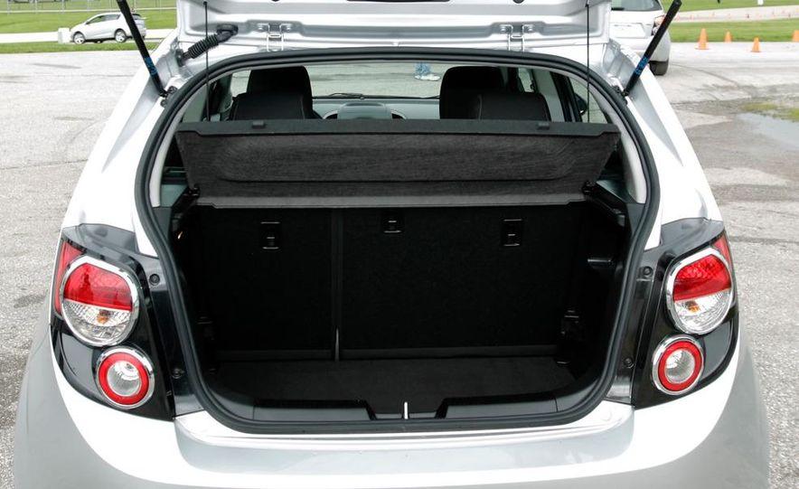2012 Chevrolet Sonic 5-door - Slide 15