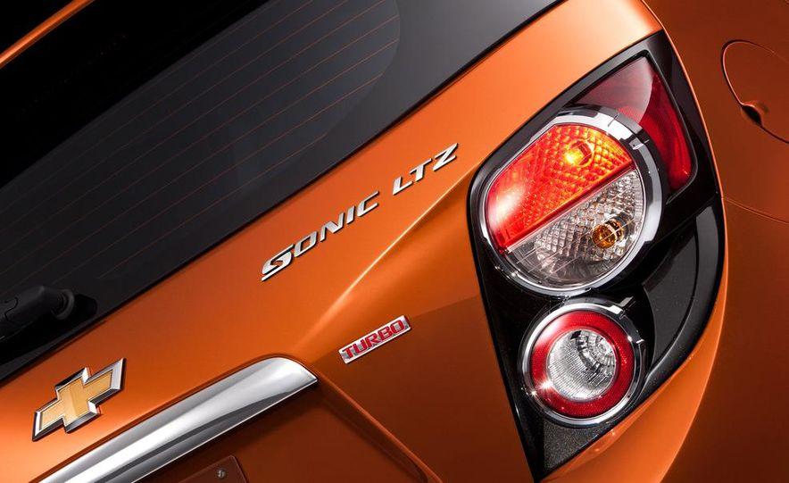 2012 Chevrolet Sonic 5-door - Slide 14