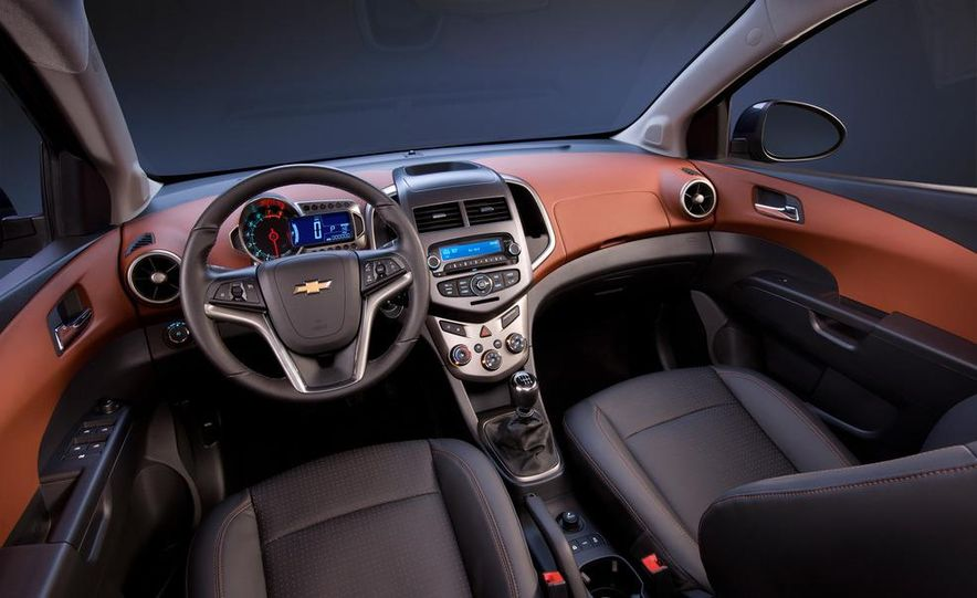2012 Chevrolet Sonic 5-door - Slide 18