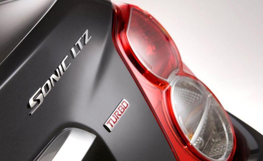 2012 Chevrolet Sonic 5-door - Slide 25