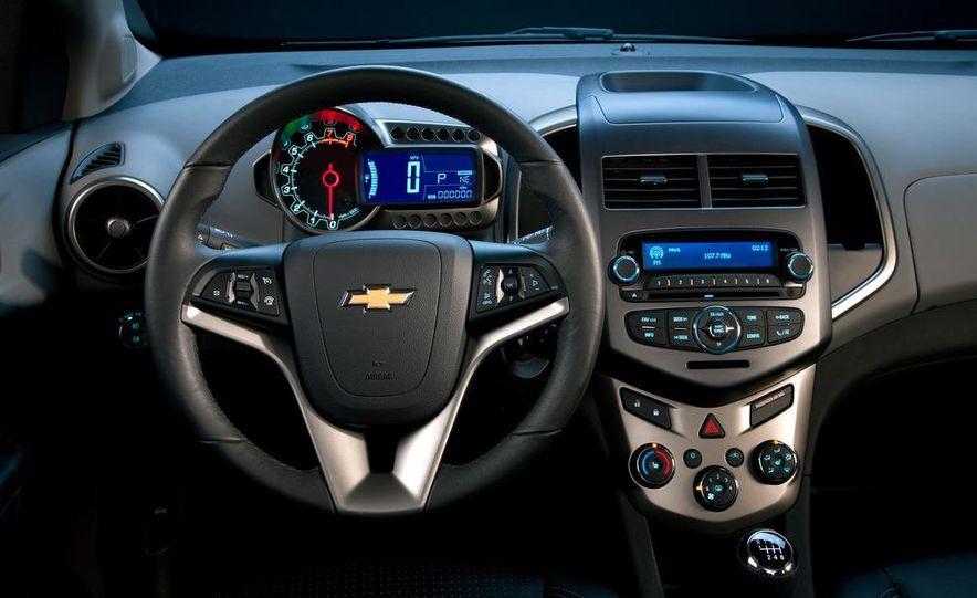 2012 Chevrolet Sonic 5-door - Slide 28