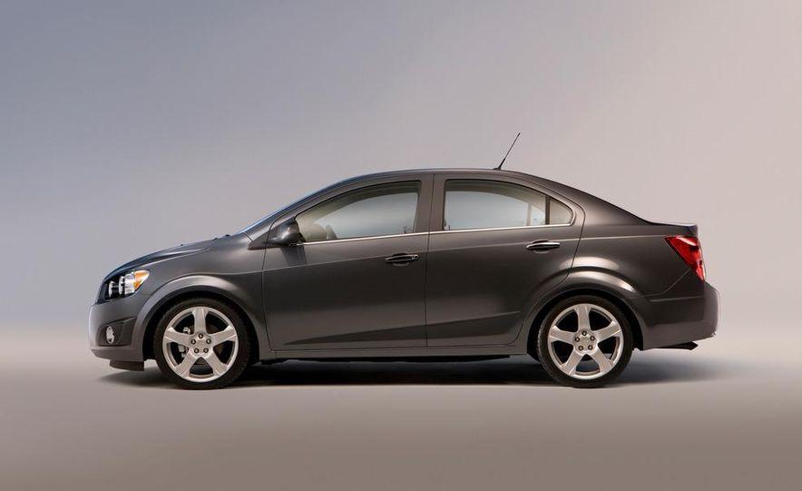 2012 Chevrolet Sonic 5-door - Slide 19