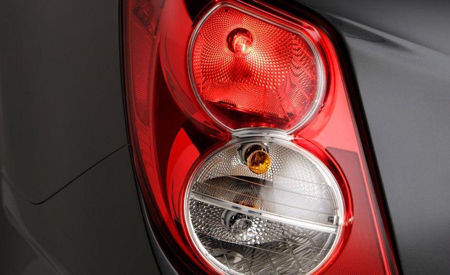 2012 Chevrolet Sonic 5-door - Slide 24