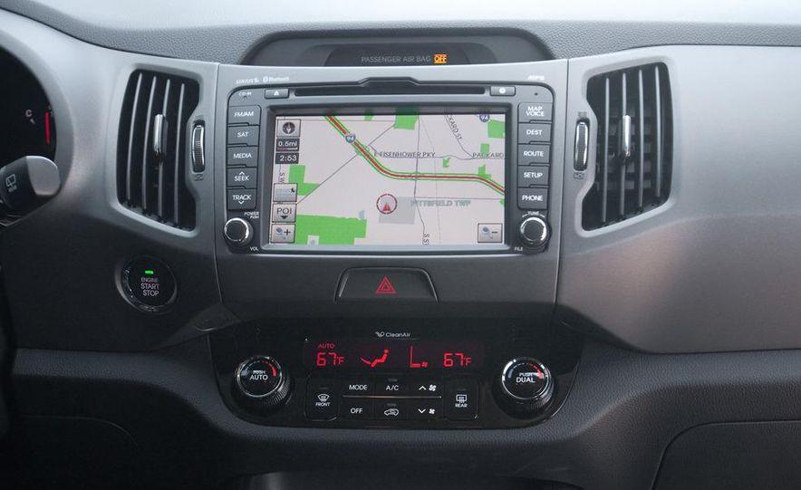 2011 Kia Sportage SX AWD - Slide 11