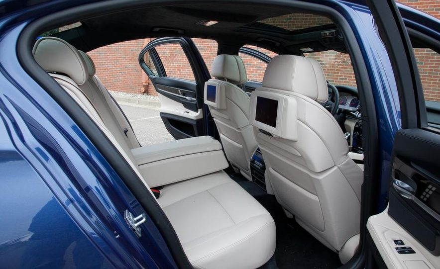 2011 BMW Alpina B7 xDrive - Slide 22