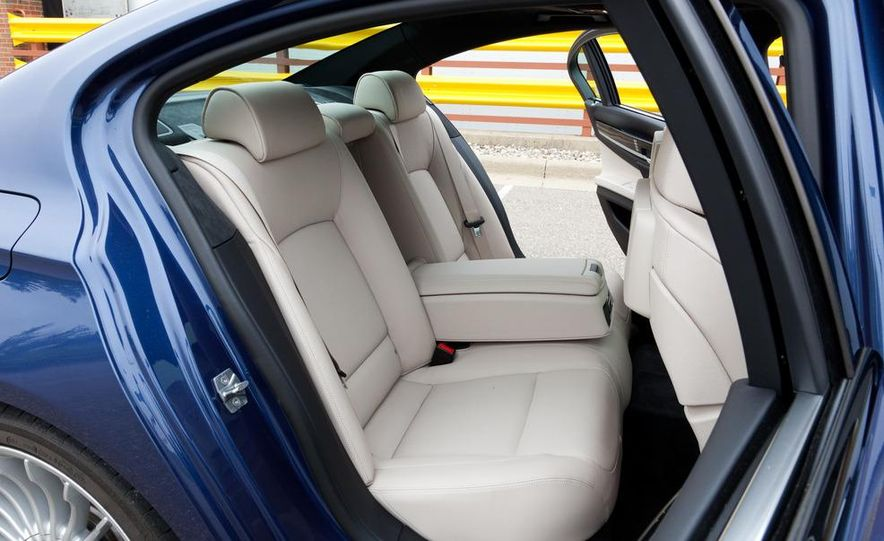 2011 BMW Alpina B7 xDrive - Slide 23