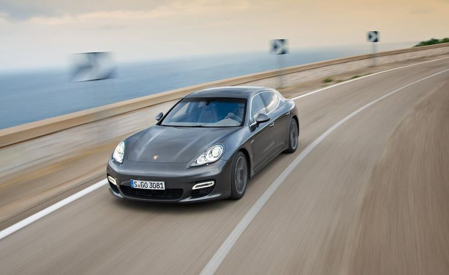 2012 Porsche Panamera Turbo S - Slide 18