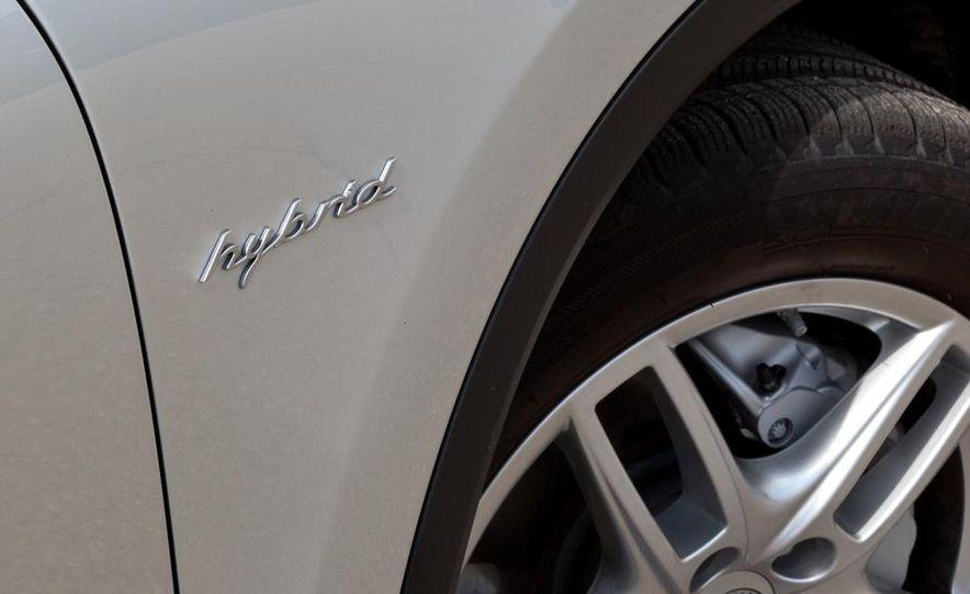 2011 Porsche Cayenne S hybrid - Slide 8