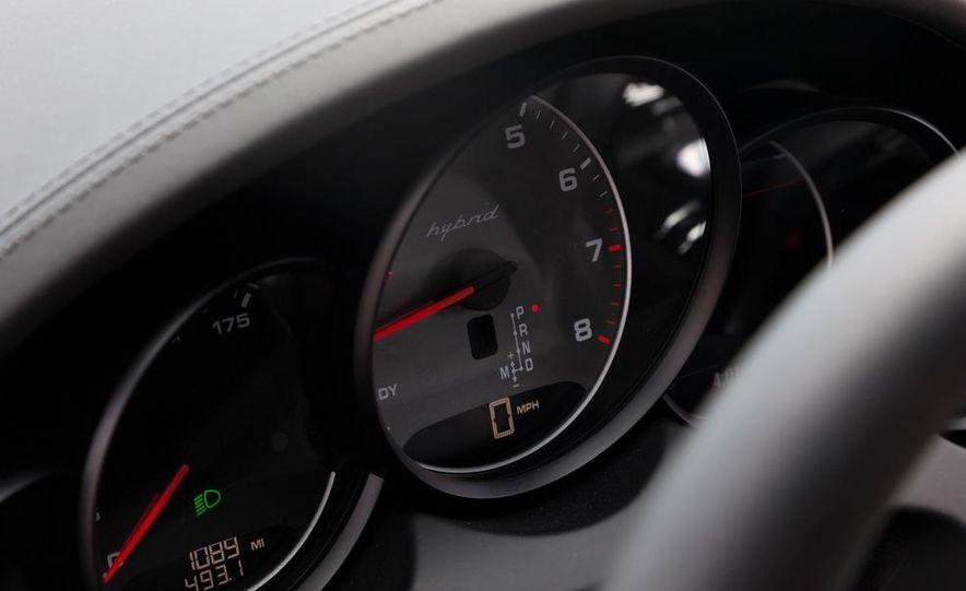 2011 Porsche Cayenne S hybrid - Slide 18