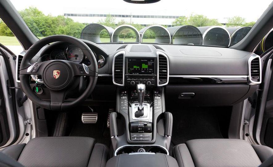 2011 Porsche Cayenne S hybrid - Slide 12